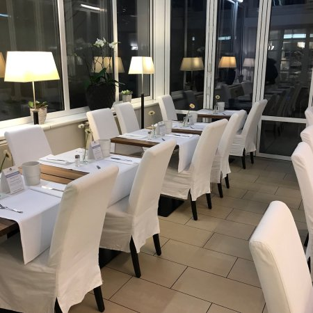 Hotel Spiess & Spiess: Breakfast bar and room