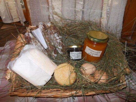 Dossena, Italy: prodotti in vendita