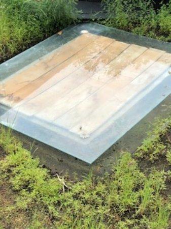 Pandawa Beach Villas & Spa: Glastaget er dækket med tilfældige brædder