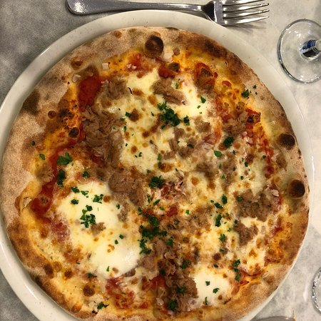 Scordia, Italy: Bufalino Pizza and food