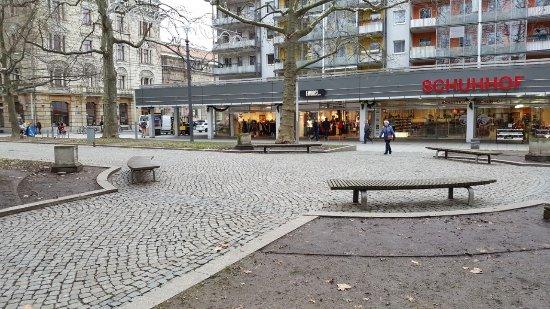 """Sandstein-Skulpturen """"Künste"""""""