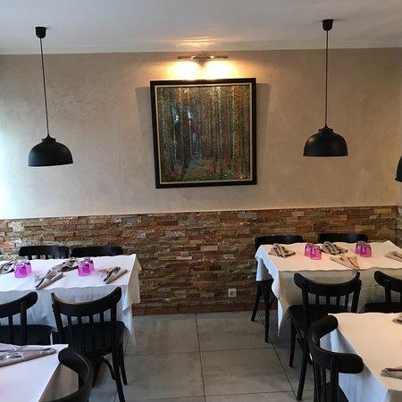 Restaurant Tres Chaleureux Et Tres Bien Decore Cuisine Familiale De