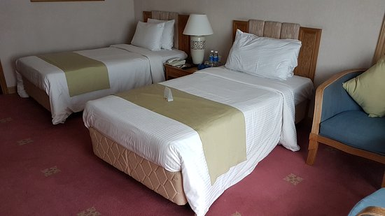 Riverside Majestic Hotel: Twin beds
