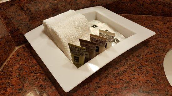 Riverside Majestic Hotel: Toiletries provided