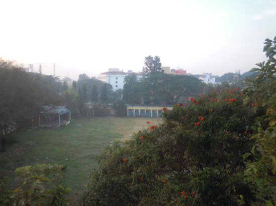 Pai Vista: Morning view out of my 2nd floor room. I think it is a municipal play ground