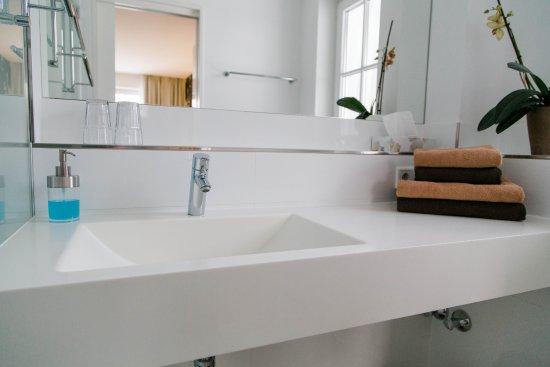 Gästehaus Sedlmair: Badezimmer mit WC und Dusche