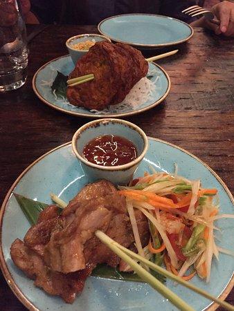 Charm Thai Lounge & Restaurant: Fish cakes and Thai herb chicken