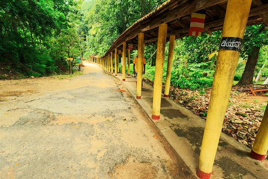 Melsiripura, Sri Lanka: Covered walkway - new construction