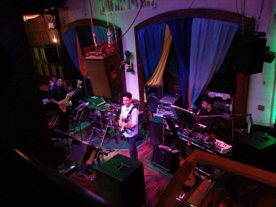 Hops Brew House: Live Music