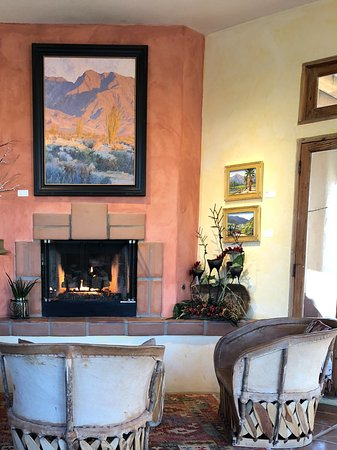 Borrego Valley Inn: Lobby, breakfast, relaxing area