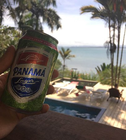 Isla Solarte, Panama: Enjoy a cold beer overlooking the pool!