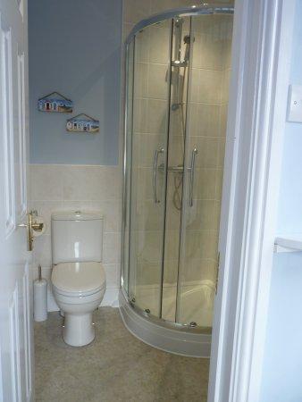 Uplyme, UK: Room Three en-suite shower room