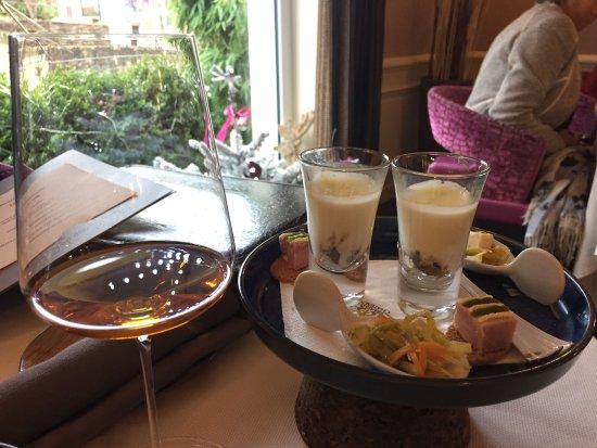 Restaurant Frederic Doucet: mise en bouche et verre de grains nobles