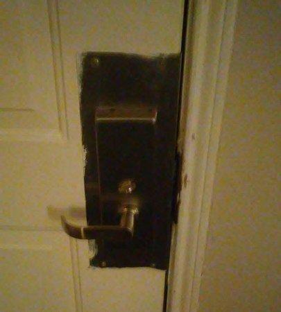 Quality Inn & Suites: Misaligned door lock