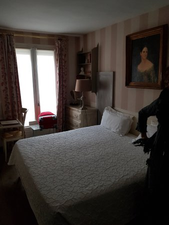 Hotel de l'Avre: Chambre avec un grand lit de 1.80