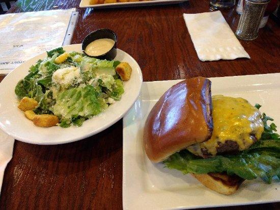 Metuchen, Nueva Jersey: Tilted Kilt Pub & Eatery