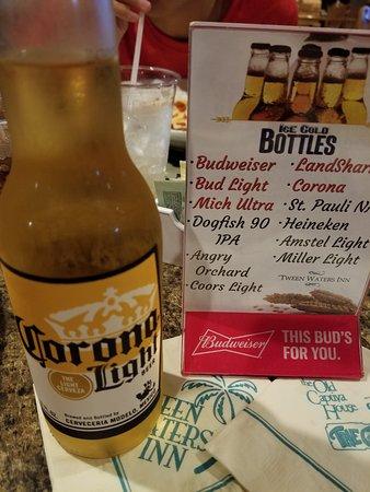 Crow's Nest Bar & Grille: Cerveza