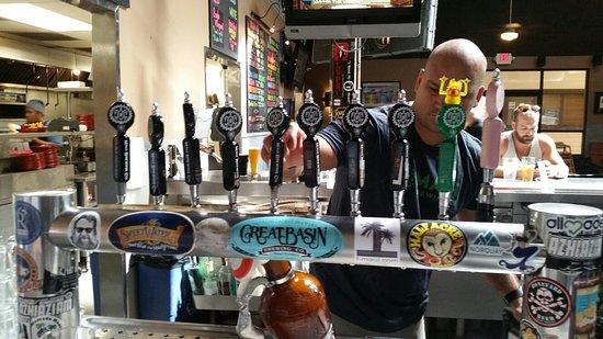 Honokowai, HI: Excellent food and fresh local beer!