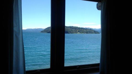 Apart del Lago : Ventanal, lago, isla, un placer para relajarse