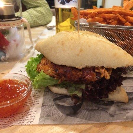 Weerberg, Østrig: Pulled Chicken Burger