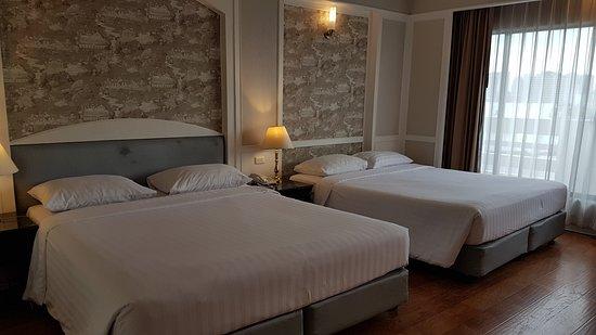Centre Point Pratunam Hotel: 2 double beds