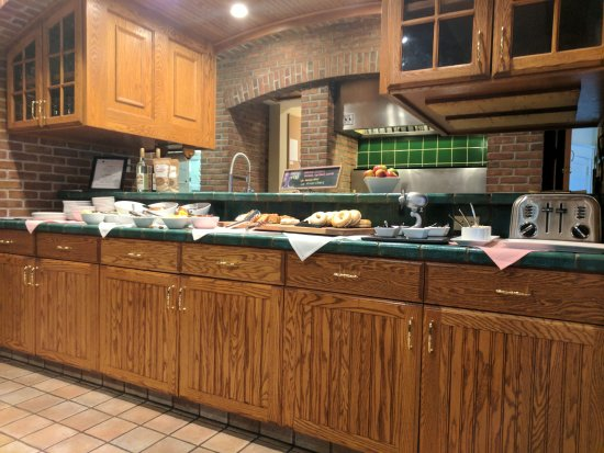 The Inn at Black Star Farms: Breakfast buffet