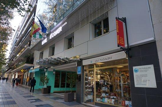 Hotel Becquer: Entrance into Hoel Becquer