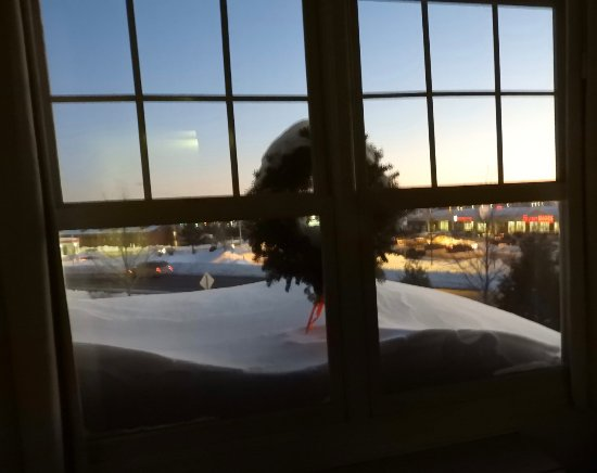 The Country Inn at the Mall: Snow and wreath outside our 2nd-floor window