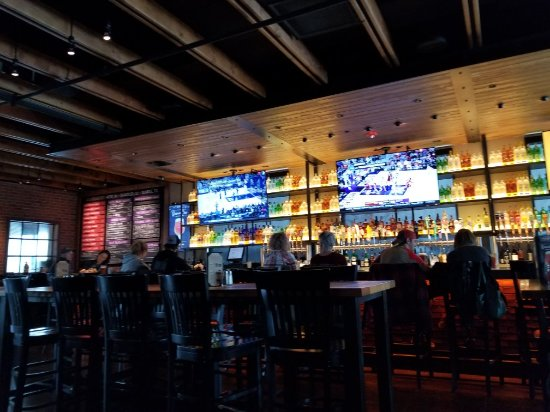 BJ's Restaurant & Brewhouse: Saturday lunch