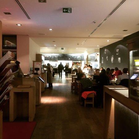 vapiano restaurant d sseldorf golzheim restaurant bewertungen telefonnummer fotos. Black Bedroom Furniture Sets. Home Design Ideas