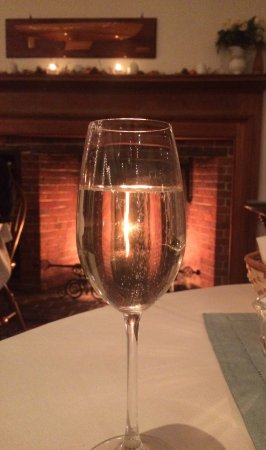 Blue Hill, ME: Champagne at our table in front of the fire.