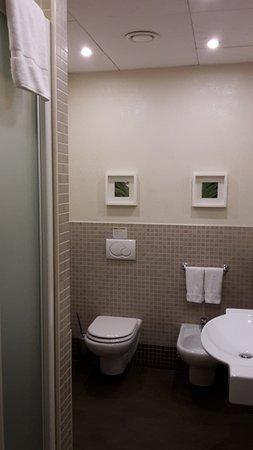 bagno - Picture of Hotel ibis Styles Varese, Varese - TripAdvisor