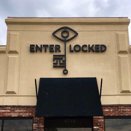 Ridgeland, MS: Enter/Locked Sign