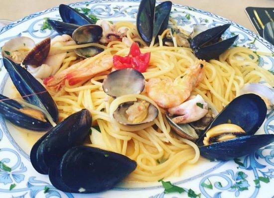 Aenaria Beach da Carmine: spaghetti