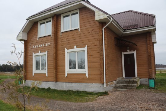 Vileyka, Weißrussland: Деревянный коттедж.