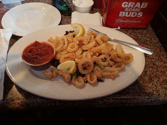 Matamoras, Pennsylvanie : Fried calamari. Nice portion.