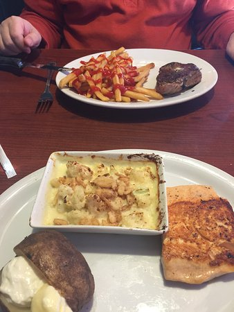 Ruby Tuesday: Petite Sirloin & Grilled Salmon