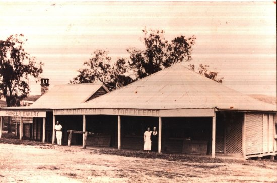 Mount Molloy, Australia: This photo of the Old Bakery building in Mt Molloy was taken in the 1930's.