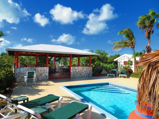 Harbour Club Villas & Marina: Gazebo by the pool with barbecue/grill for guests to use