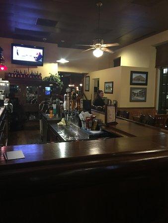 DeSoto House Hotel: Bar on the lobby floor.