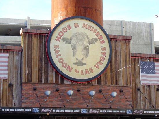 Hogs N Heifers Saloon: sign