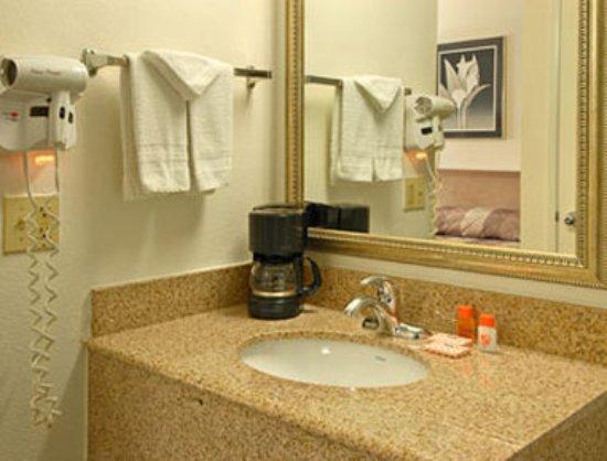 Howard Johnson Inn San Diego Hotel Circle: Guest room