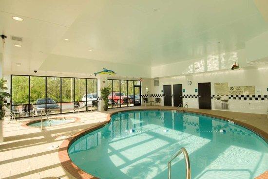 Doubletree suites bentonville 138 1 7 0 updated for Bentonville pool