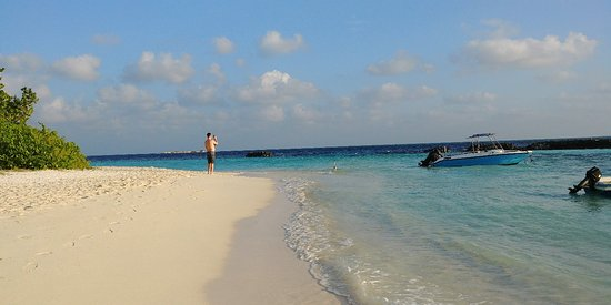 Thulusdhoo Island Photo