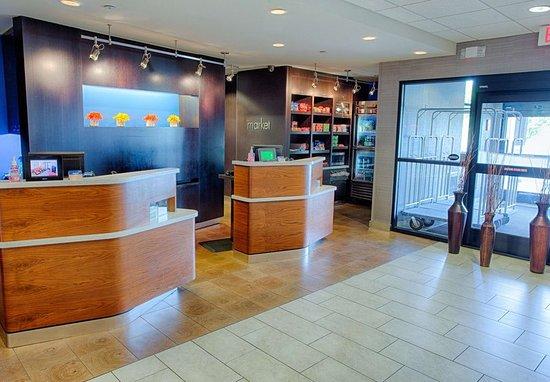 Moorhead, MN: Lobby