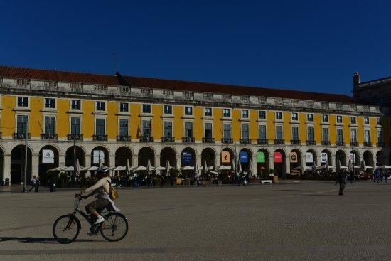 Turismo de Lisboa Visitors & Convention Bureau