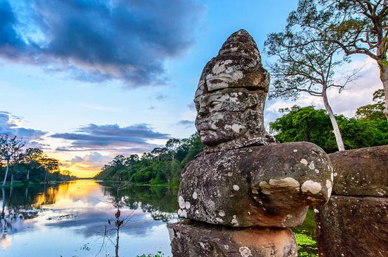 Private Angkor Wat Small Group Full...