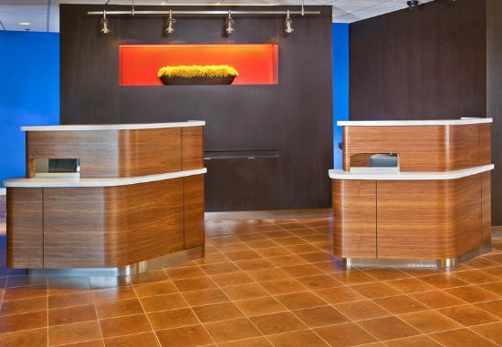 Willow Grove, PA: Lobby