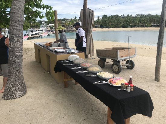 Coral Cats - Day Trips: BBQ at Malolo Lailai Island / Musket Cove Yacht Club