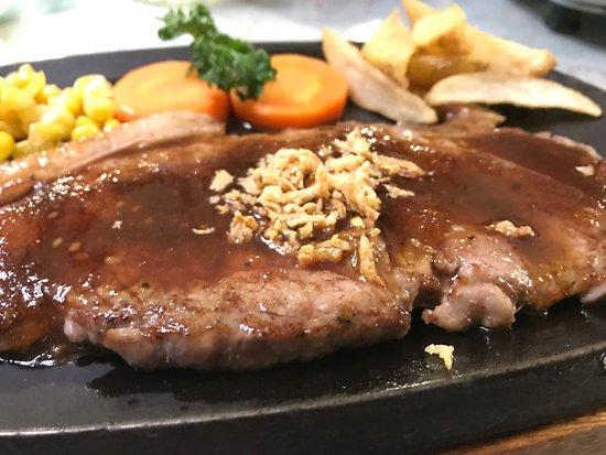 Pension Oyamano Endo: ディナーのメインディッシュはステーキ